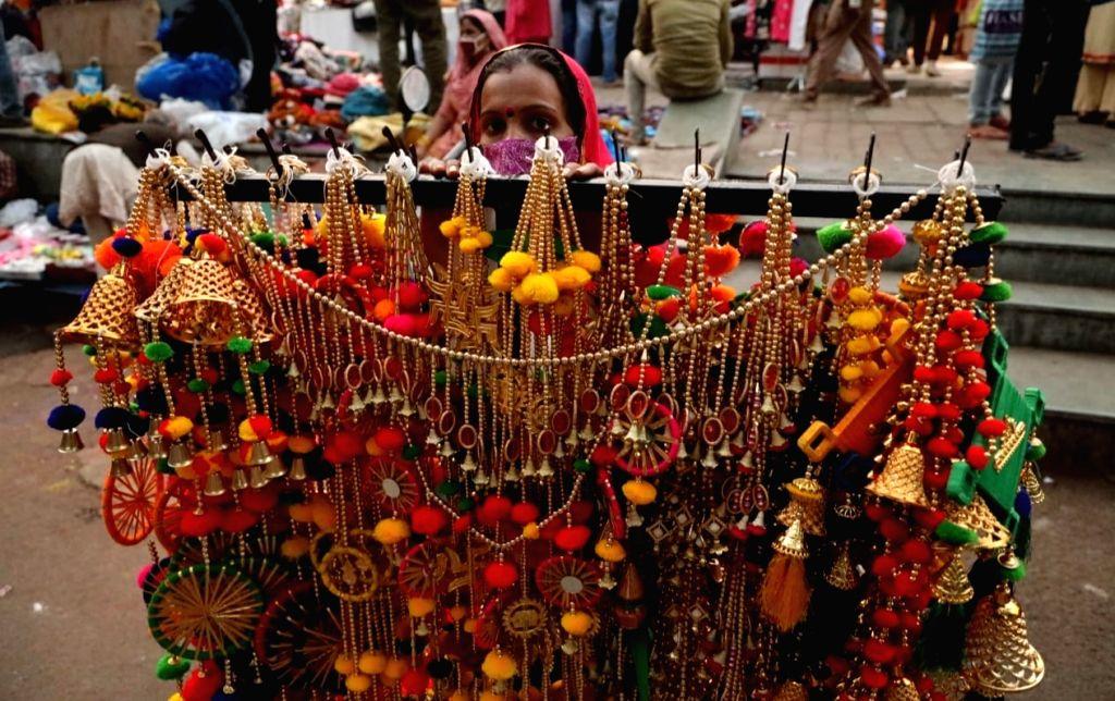 Shoppers at Sarojini Nagar Market on the eve of Diwali, in New Delhi on Nov 13, 2020.