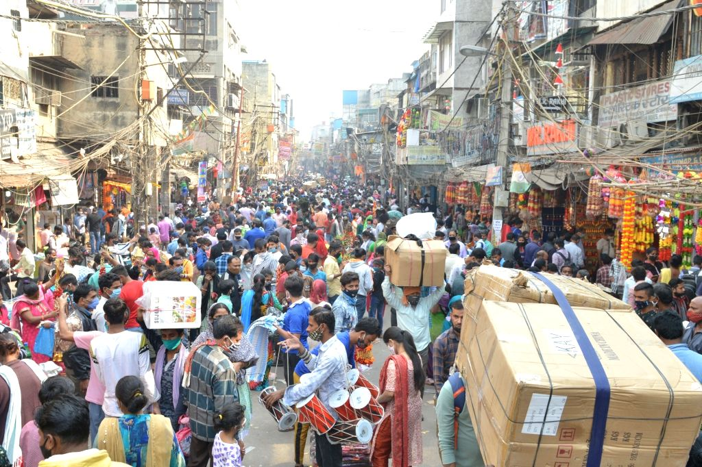 Shoppers throng Sadar Bazaar on the eve of Diwali, in New Delhi on New Delhi on Nov 13, 2020.