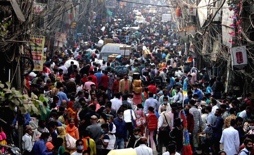 Shoppers throng Sadar Bazar market on the eve of Diwali, in New Delhi on Nov 13, 2020.