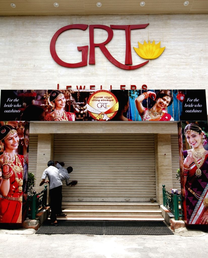 Shops remain closed during a strike called to protest against release of Cauvery river water to Tamil Nadu in Chennai on Sept 16, 2016.