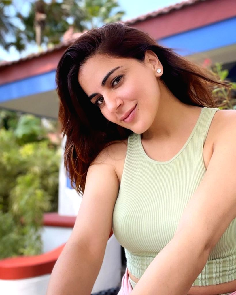 Shraddha Arya relaxes with Rishi Kapoor songs after a long day's shoot - Rishi Kapoor