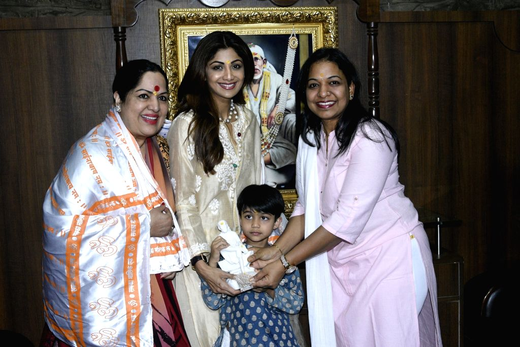 Shri Saibaba Sansthan Trust (Shirdi) Chief Executive Officer Rubal Agarwal felicitates actressShilpa Shetty at Shirdi Sai Baba Temple in Ahmednagar of Maharashtra on Aug 17, 2017. - Shilpa Shetty