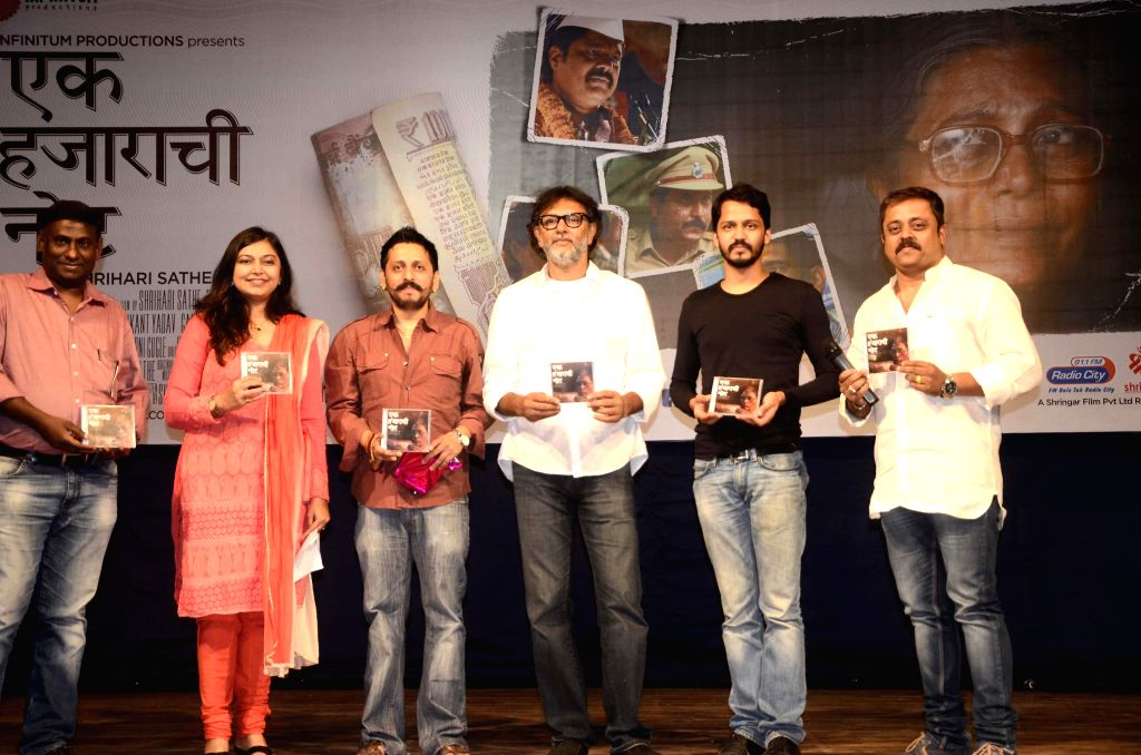 Shrikant Bojewar, Shailendra Barve, Neha Rajpal, Eminent Filmmaker Rakeysh Omprakash Mehra, Music Director Shailendra Barve and Vivek Naik during music release of `Ek Hazarachi Note` at ... - Rakeysh Omprakash Mehra