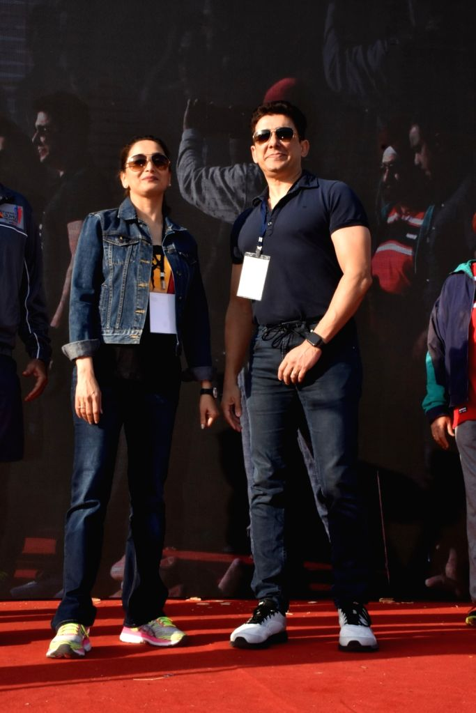 Shriram Nene and actress Madhuri Dixit Nene flags off the Half Marathon with over 4000 plus mumbaikar's, in Mumbai on Feb. 10, 2019. Also seen her husband Shriram Nene. - Madhuri Dixit Nene
