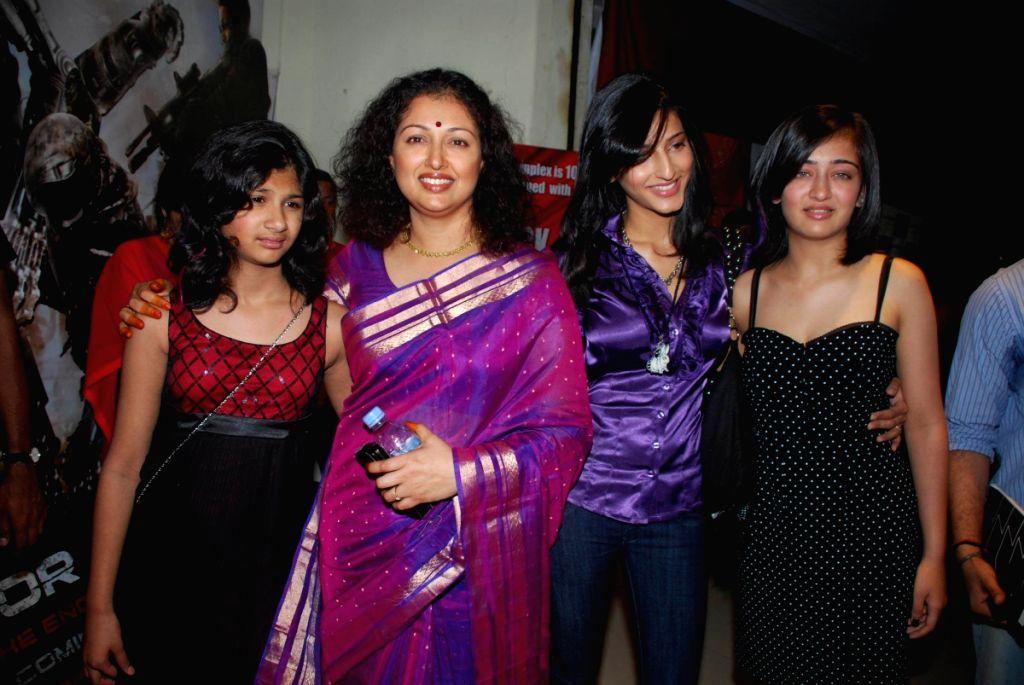 Shruti Hassan and Kamal Haasan at the release of Hindi Version of Dashavatar.