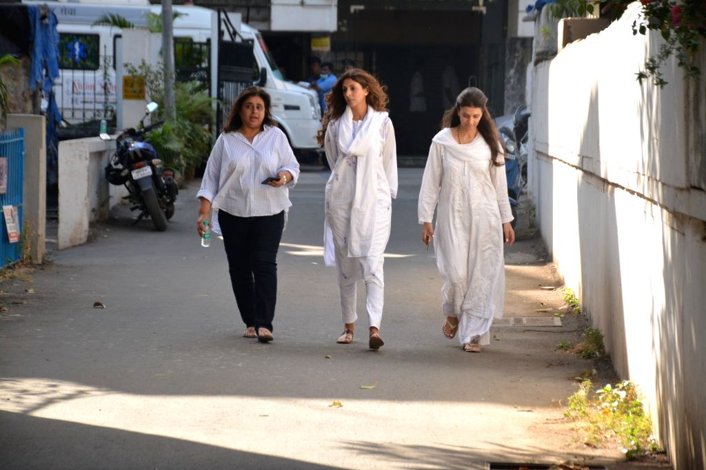 Shweta Bachchan Nanda at the funeral of filmmaker Vikram Phadnis' mother Ranjan Phadnis in Mumbai on Feb 10, 2019. - Shweta Bachchan Nanda