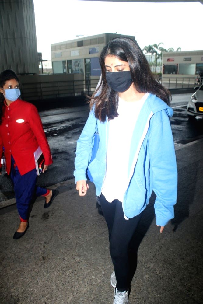 Shweta Bachchan With Her Daughter Spotted at Airport Departure On Tuesday, 15 June,2021.