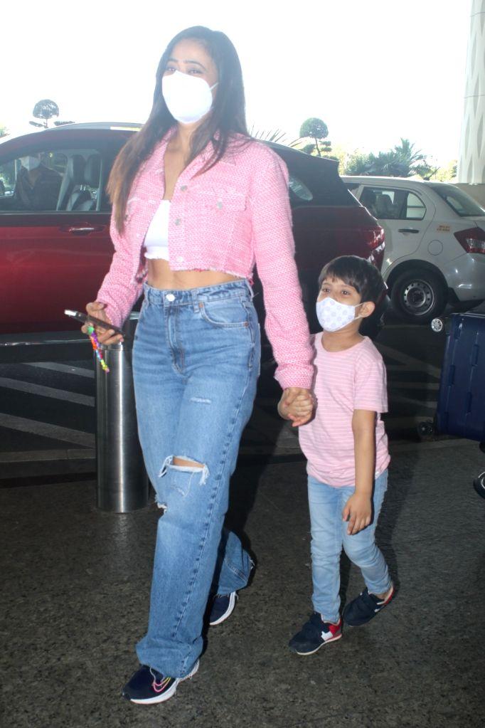 Shweta Tiwari Spotted At Airport Departure on 05 october,2021.
