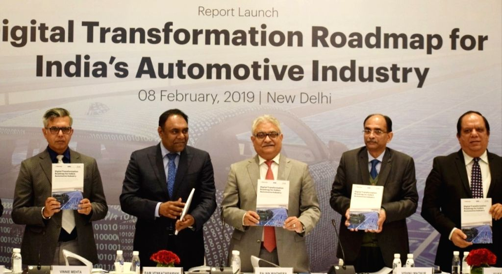 SIAM (Society of Indian Automobile Manufacturers) President Rajan Wadhera with Automotive Component Manufacturers Association of India (ACMA) DG Vinnie Mehta and other dignitaries at the ... - Vinnie Mehta