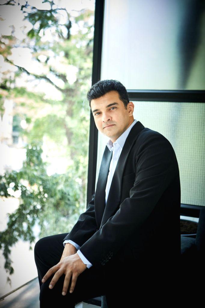 Siddharth Roy Kapur. - Siddharth Roy Kapur