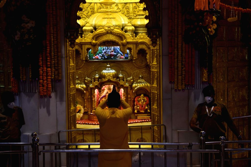 Siddhivinayak Tempal reopen only QRT online booking devotees Pic