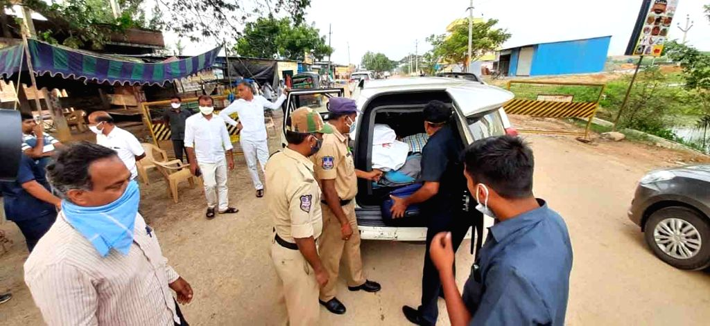 Siddipet district police and election authorities frisking vehicles of Telangana Finance Minister T. Harish Rao's convoy, in Siddipet on Oct 20, 2020. - T. Harish Rao