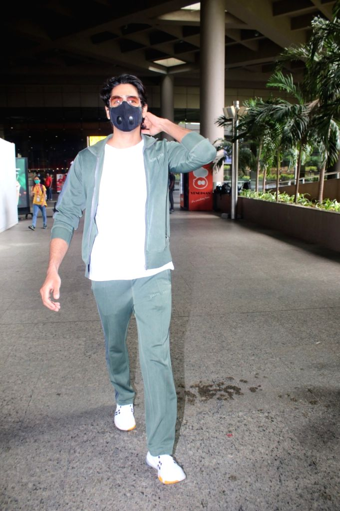 Sidharth Malhotra Spotted at Airport Arrival on Friday June 18,2021. - Sidharth Malhotra Spotted