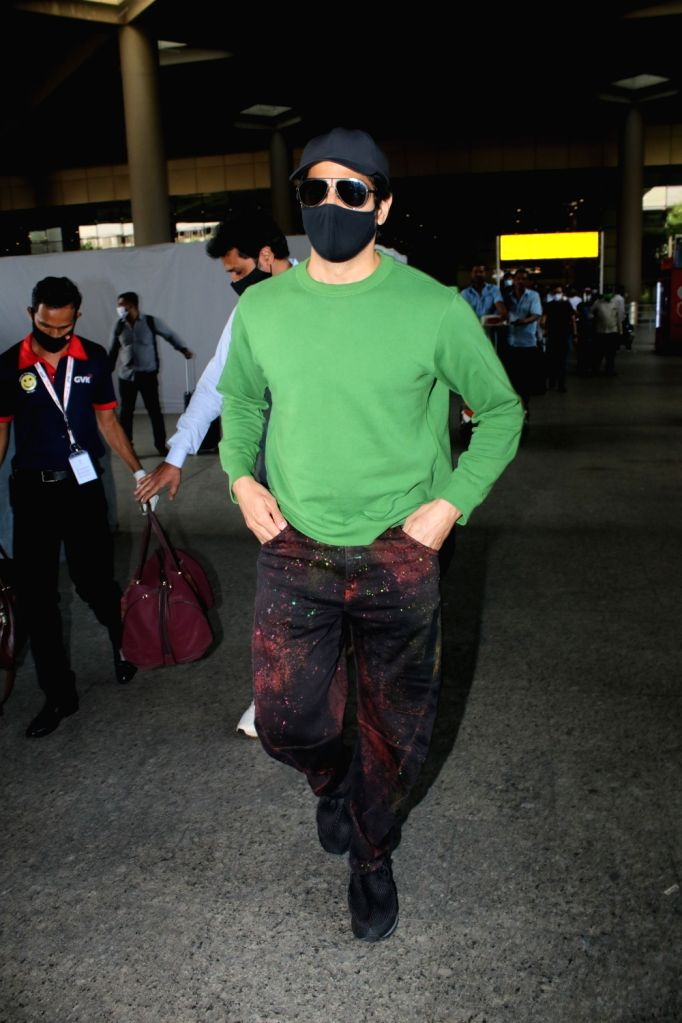 Sidharth Malhotra spotted at airport departure on Monday 22nd February 2021. - Sidharth Malhotra
