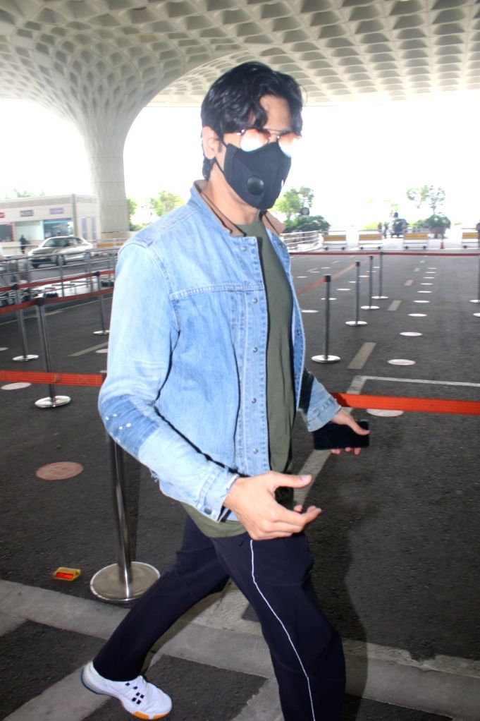 Sidharth Malhotra Spotted at Airport Departure On Saturday, 5 June, 2021. - Sidharth Malhotra Spotted