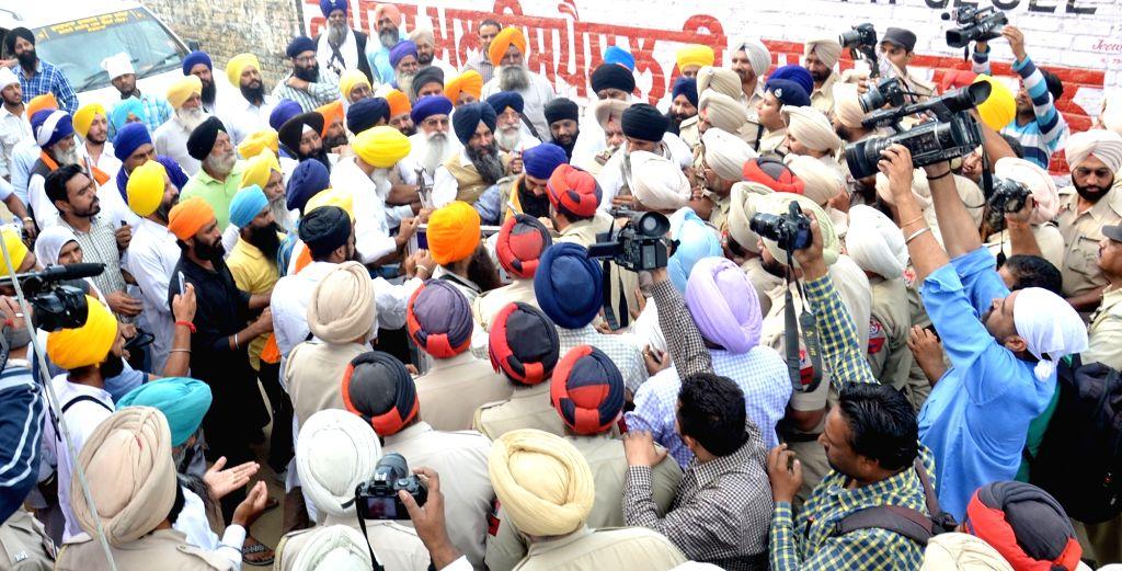 Sikh radicals protest outside Akal Takht in Amritsar, on Nov 1, 2015.