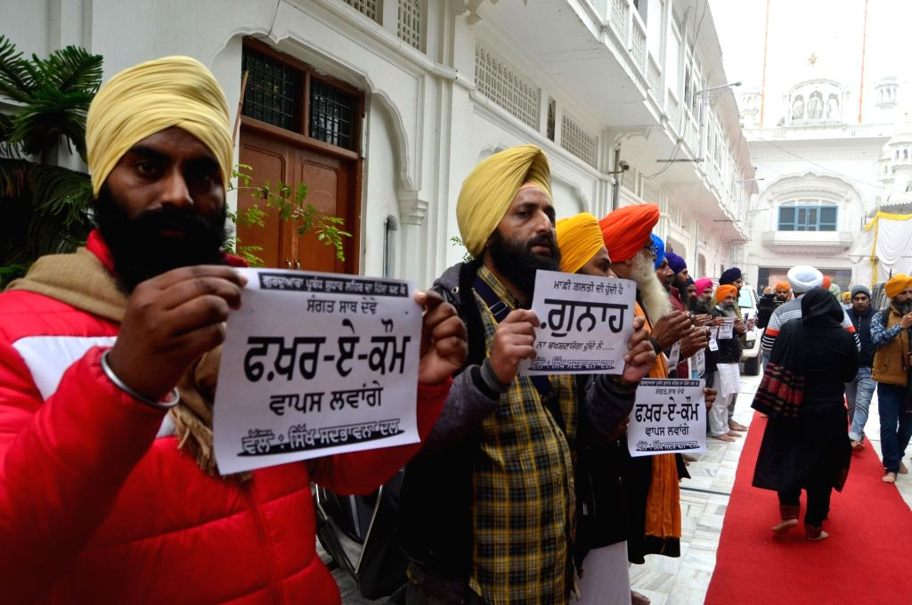 Sikh Sadbhawna Dal (SSD) workers stage a demonstration outside Akal Takht Secretariat at the Golden Temple in Amritsar on Dec 10, 2018.
