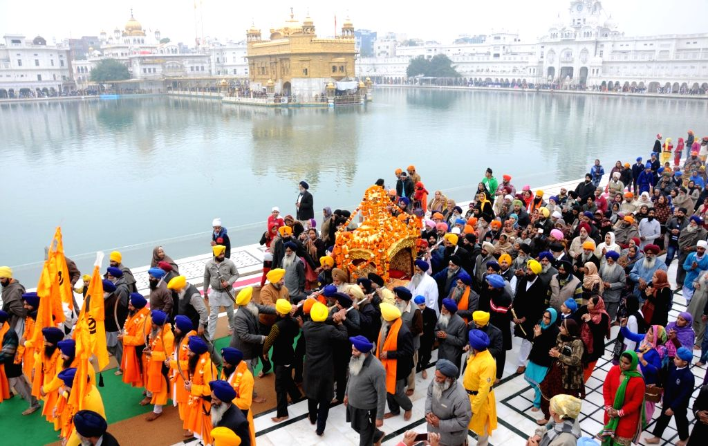 Sikhs pay obeisance at the Golden Temple on the eve of the birth anniversary of the 10th Sikh Guru Gobind Singh in Amritsar, on Jan 15, 2016.