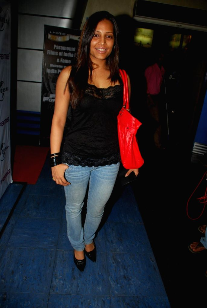 Simran Sood at Kohinoor International bash hosted by Sinful entertainment at Vie Lounge.
