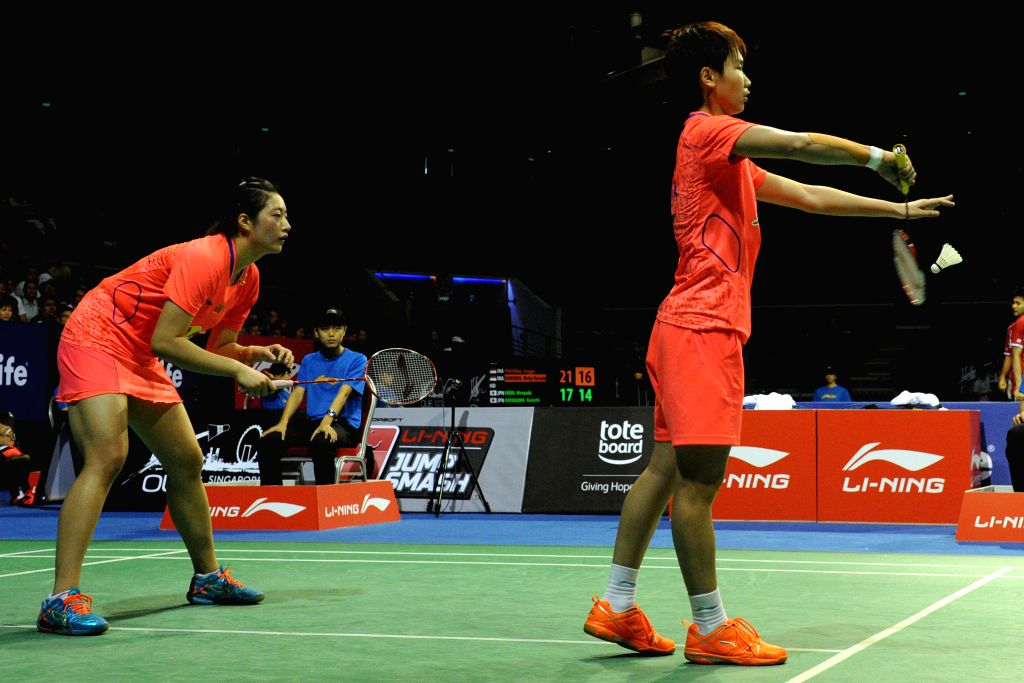Ou Dongni (R) and Yu Xiaohan of China compete during their women's doubles semifinal match of OUE Singapore Open against Reika Kakiiwa and Miyuki Maeda of Japan ...