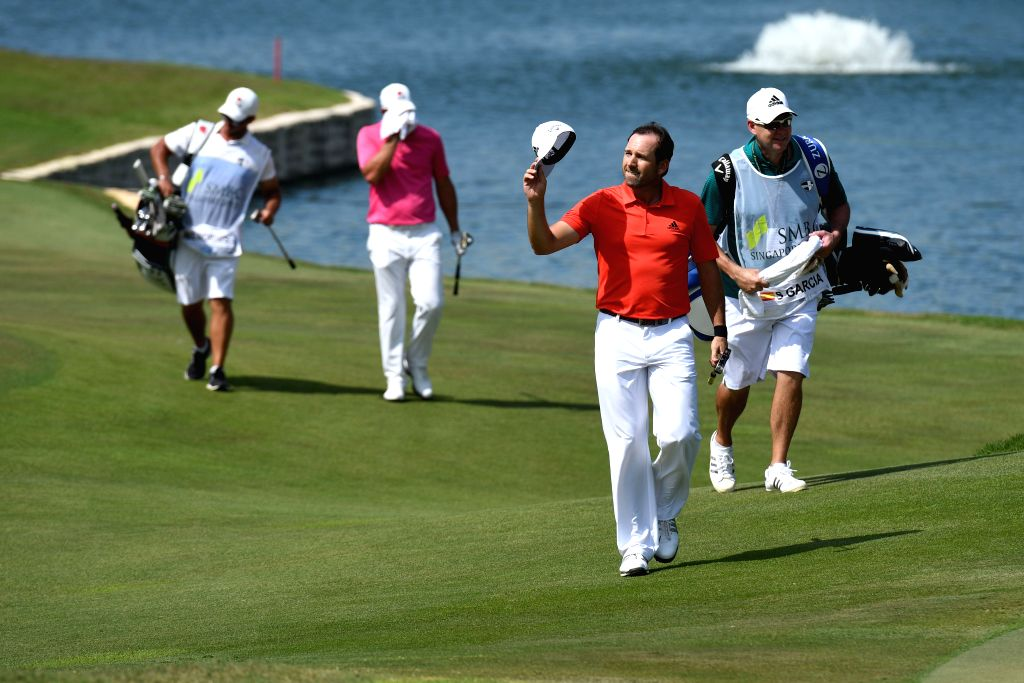 SINGAPORE, Jan. 21, 2018 - Spain's Sergio Garcia waves to the spectators after the final day competition of the SMBC Singapore Open in Singapore, on Jan 21, 2018.