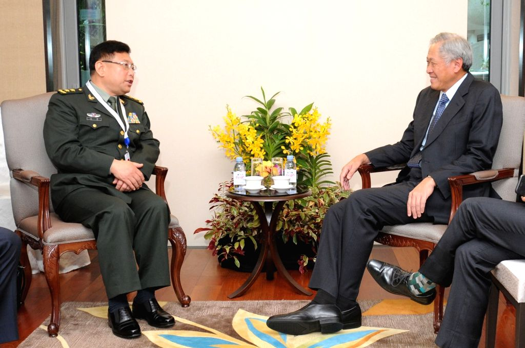 SINGAPORE, June 2 , 2017 Singapore's Defense Minister Ng Eng Hen (R) meets with Vice President of the Academy of Military Science of the Chinese People's Liberation Army (PLA) He Lei in ... - N