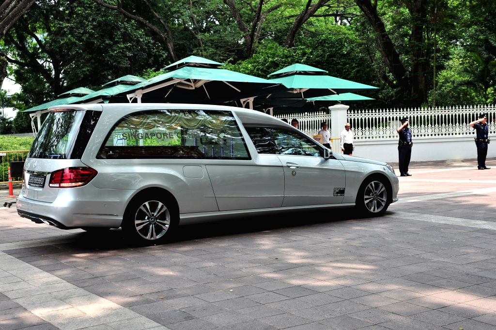 The hearse carrying the body of former Singaporean Prime Minister Lee Kuan Yew arrives at Singapore's Istana on March 23, 2015. Lee Kuan Yew died at 3:18 am on ...