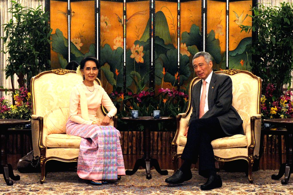 SINGAPORE, Nov. 30, 2016 - Singapore's Prime Minister Lee Hsien Loong (R) meets with Myanmar State Counselor Aung San Suu Kyi at Singapore's Istana on Nov. 30, 2016. Aung San Suu Kyi began her 3-day ... - Lee Hsien Loong