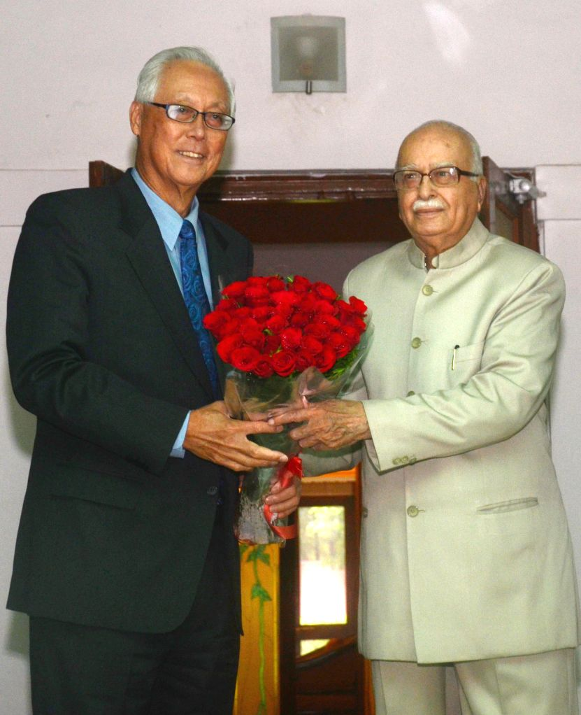 Singapore's former Prime Minister Goh Chok Tong calls on BJP veteran L K Advani in New Delhi on Sept 9, 2014. - L K Advani