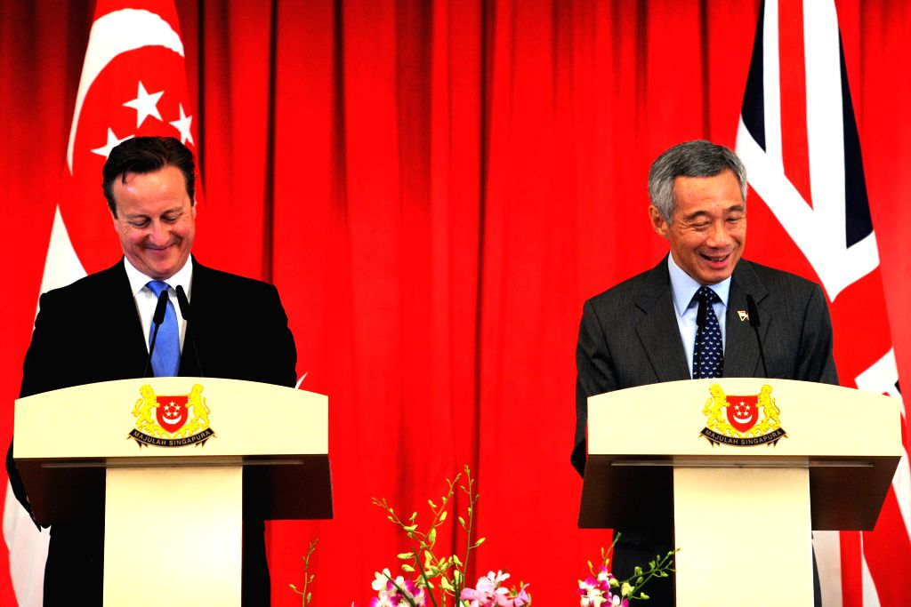 Singapore's Prime Minister Lee Hsien Loong (R) and British Prime Minister David Cameron attend a press conference after witnessing the signing of a Memorandum of ... - Lee Hsien Loong