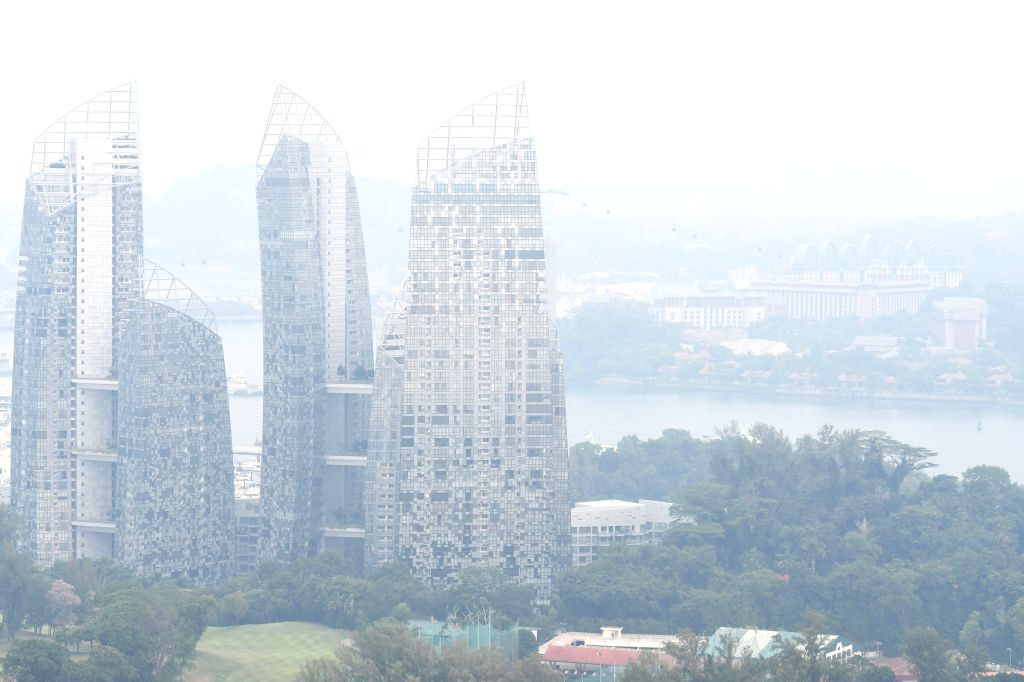 """SINGAPORE, Sept. 12, 2019 - Photo taken on Sept. 12, 2019 shows a city view of haze shrouded Singapore. TO GO WITH """"Singaporeans advised to reduce outdoor physical exertion in hazy weather"""