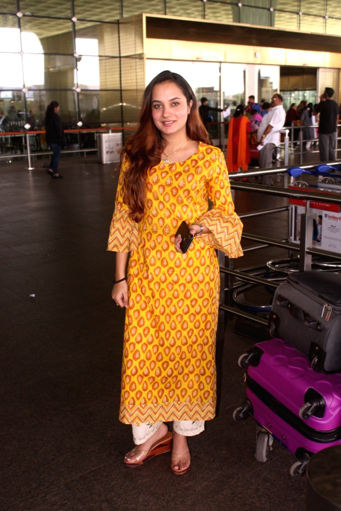 Singer Aakanksha Singh seen at Mumbai Airport on Dec 3, 2019. - Aakanksha Singh