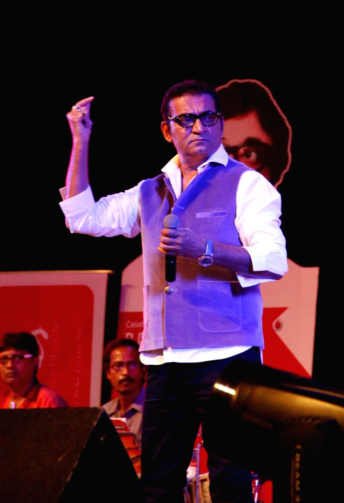 Singer Abhijeet Bhattacharya performs during `Pachattare Pancham- Yaadon Ki Baraat`a musical event organised on the 75th birth anniversary of the legendary music composer R.D.Burman by Melody Chime- .