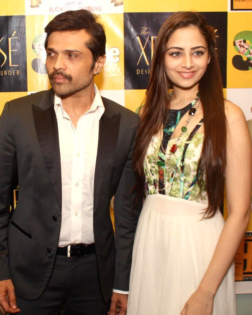 Singer- actor Himesh Reshammiya and actress Zoya Afroz during an event organised to promote their upcoming film `The Xpose` at a shopping mall in Noida on May 9, 2014. - Himesh Reshammiya