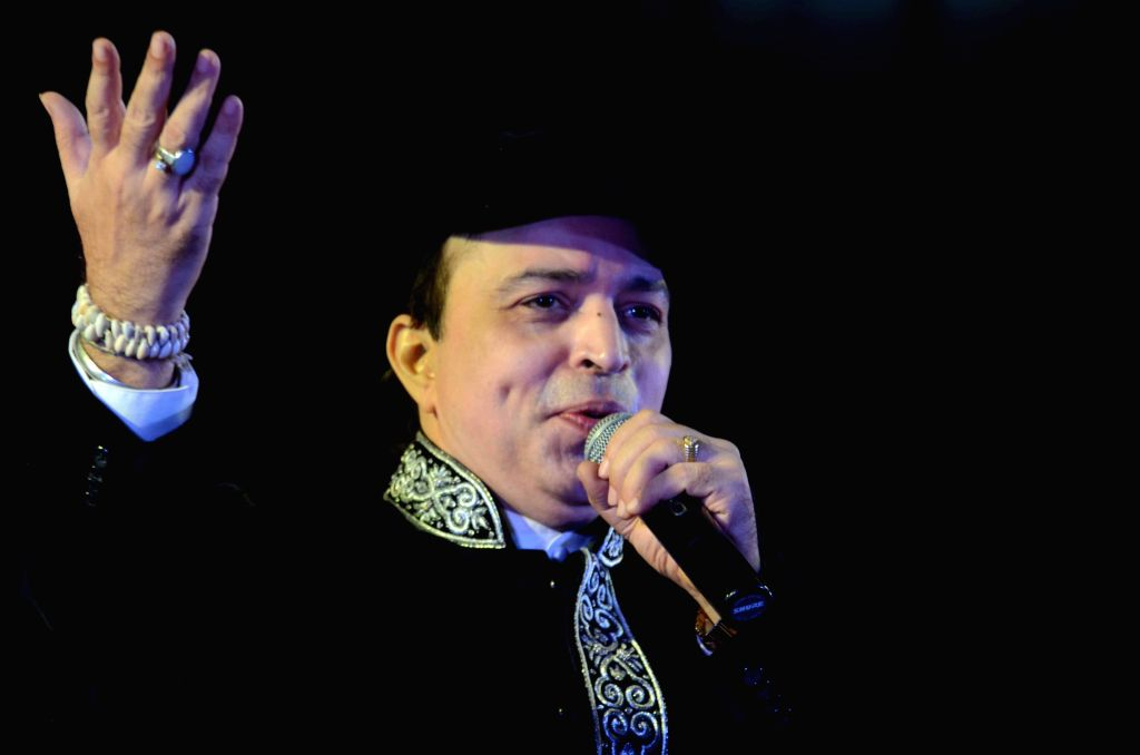 Singer Altaf Raja performs during an Independence Day programme at a Patna college  on Aug 14, 2015.