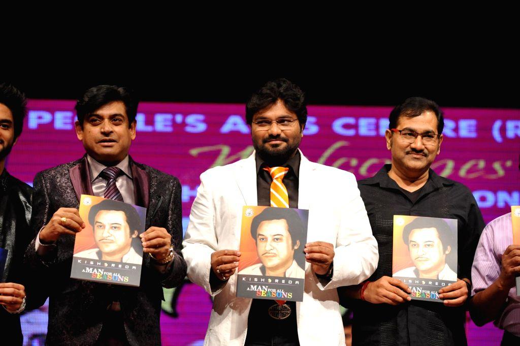 Singer Amit Kumar, Union Minister and singer Babul Supriyo and Sudesh Bhosle during the musical tribute `Ye Shaam Mastani` on the occasion of 86th birthday celebration of late singer Kishore ... - Amit Kumar