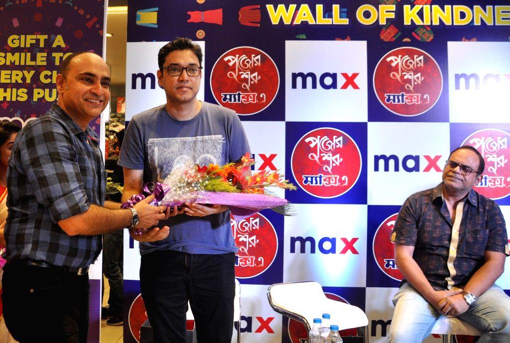 "Singer Anupam Roy, actor Rajatava Dutta and Max AVP Operations East & Central India Rajib Mukherjee during Max Fashion ""Wall of Kindness"" to spread the cheer this Pujo in ... - Rajatava Dutta, Anupam Roy and Rajib Mukherjee"