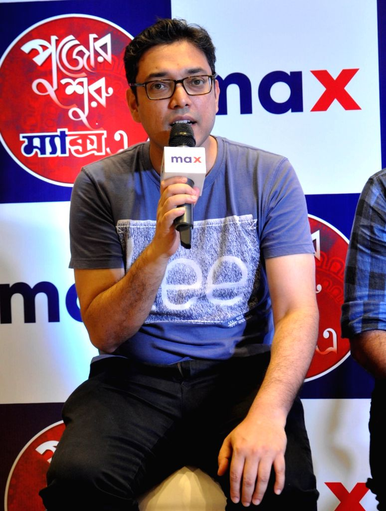 """Singer Anupam Roy addresses during Max Fashion """"Wall of Kindness"""" to spread the cheer this Pujo in Kolkata on Sep 3, 2019. - Anupam Roy"""
