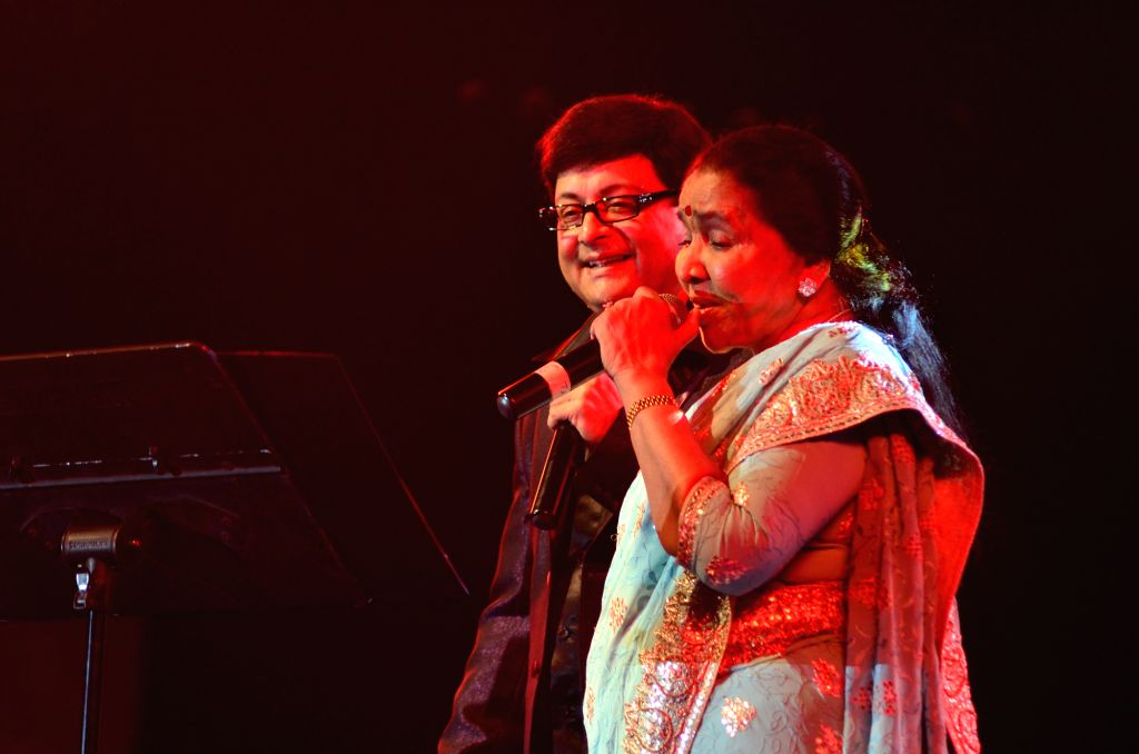 Singer Asha Bhosle at her first ever concert in Baroda where she performed with Sachin Pilgaonkar.