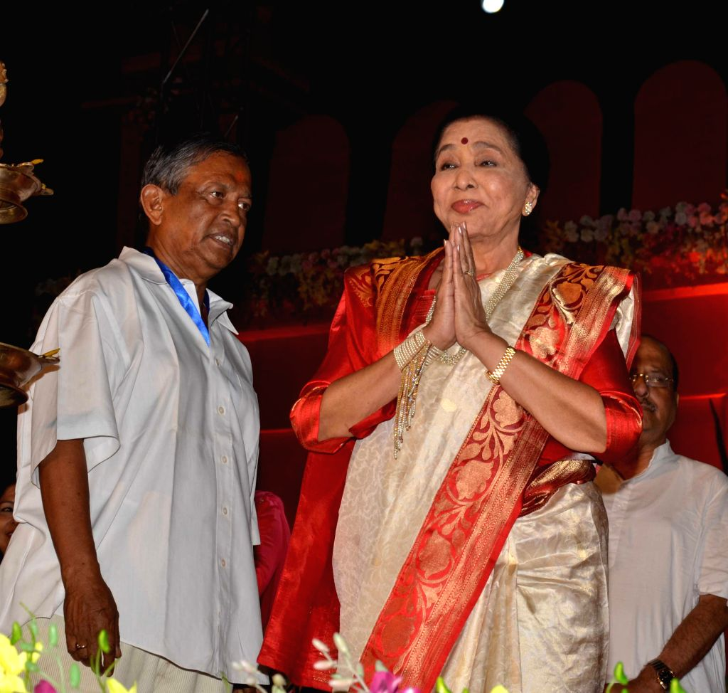 Singer Asha Bhosle during a programme in Kolkata on April 15, 2014.