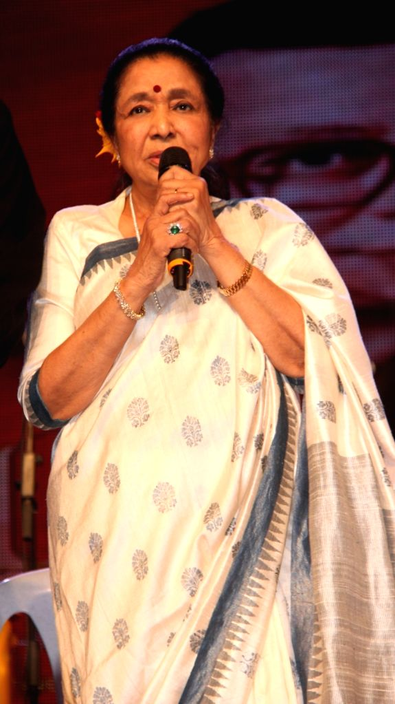 Singer Asha Bhosle during the 77th birthday celebration of late Bollywood music director R D Burman, in Mumbai on June 24, 2016. - R D Burman and Asha Bhosle