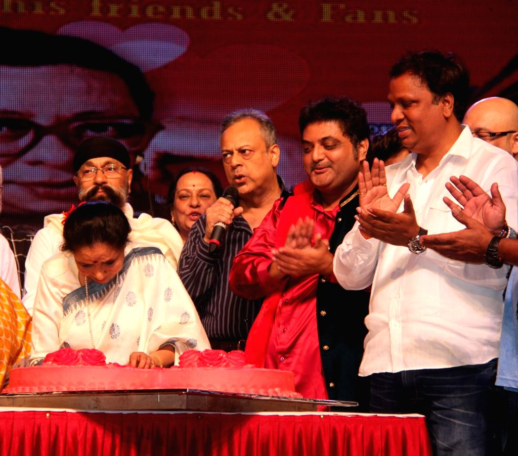 Singer Asha Bhosle, Uttam Singh, Shailendra Singh, Nitin SHamkar and Ashish Shelar during the 77th birthday celebration of late Bollywood music director R D Burman, in Mumbai on June 24, 2016. - R D Burman, Asha Bhosle, Uttam Singh and Shailendra Singh