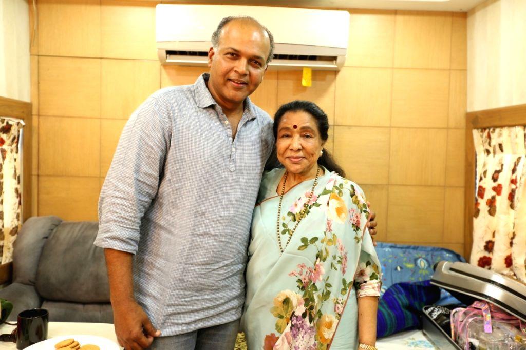 Singer Asha Bhosle with filmmaker Ashutosh Gowariker. - Asha Bhosle