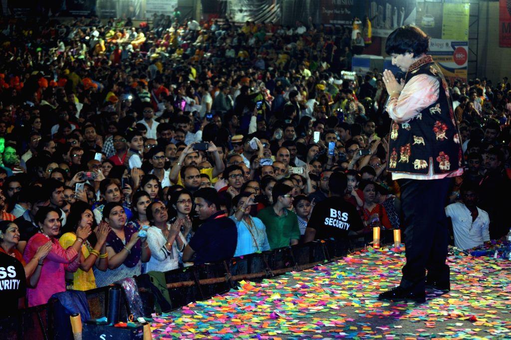 Singer Falguni Pathak  performs during Navratri celebrations  in Mumbai on Oct 7, 2016. - Falguni Pathak