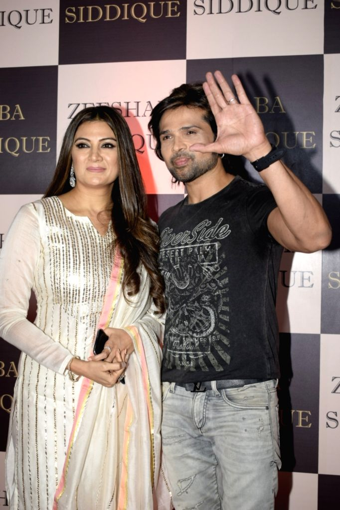 Singer Himesh Reshammiya along with his wife Sonia Kapoor at politician Baba Siddique's iftar party in Mumbai on June 10, 2018. - Sonia Kapoor