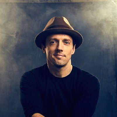 Singer Jason Mraz.