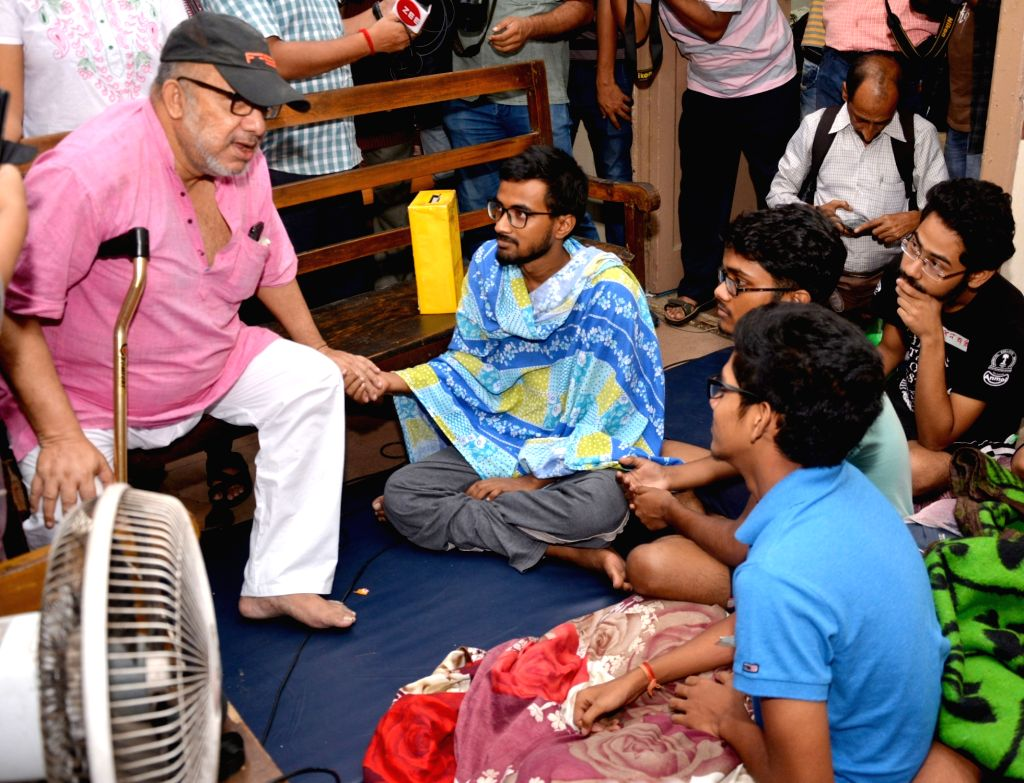 Singer Kabir Suman interacts with medical students sitting on a hunger strike during his visit to meet them at Medical College and Hospital, in Kolkata on July 22, 2018.