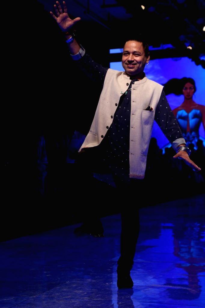 Singer Kailash Kher at the Lakme Fashion Week Winter/Festive 2019 in Mumbai on Aug 25, 2019. - Kailash Kher
