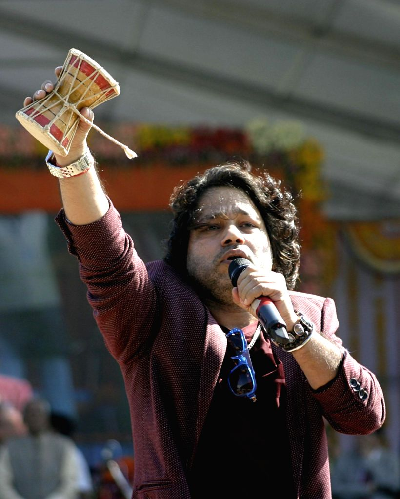 Singer Kailash Kher during the swearing-in ceremony of Madhya Pradesh Chief Minister Shivraj Singh Chouhan in Bhopal on Dec. 14, 2013. - Kailash Kher