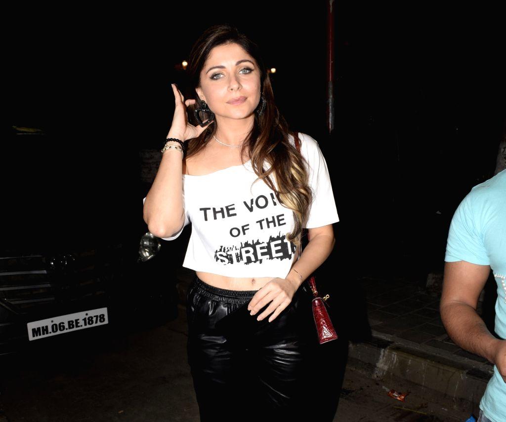 Singer Kanika Kapoor seen at a Juhu restaurant in Mumbai on Feb. 03, 2019. - Kanika Kapoor